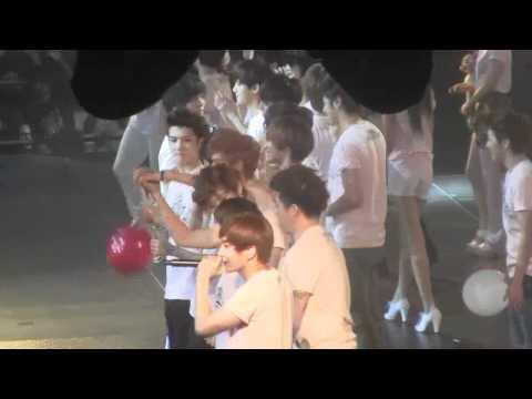 Cute Taemin interacting - SM town 2012 LA ending