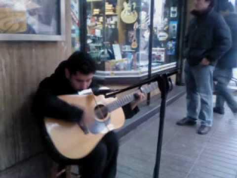 no vidente (ciego)  Tocando Guitarra y armonica (maestro)