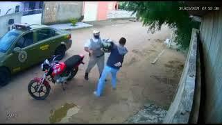 Policial militar agride motoqueiro durante abordagem no Loteamento Wolff, em Tapes