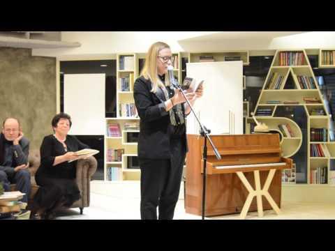 """Рене Карабаш чете по време на наградата """"Иван Николов"""" 2015"""