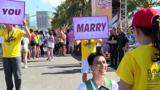 Màn cầu hôn siêu dễ thương tại Manulife Danang International Marathon 2016 | Manulife Vietnam