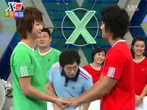 Shin Hyesung (Shinhwa) & Kim Jongkook doing Funny Game