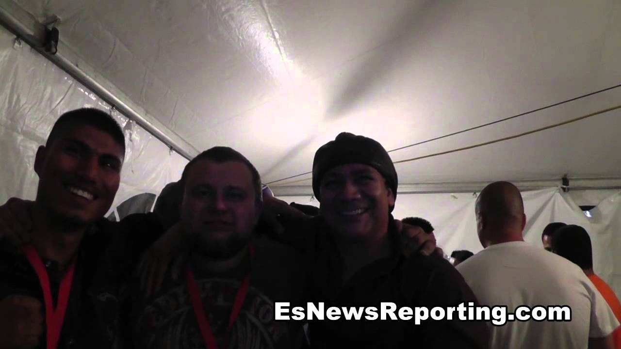 Mikey Garcia Breaks Down Mayweather Vs Canelo While Drunk Fan Jumps In - Smashpipe Sports Video