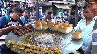 People Enjoying Breakfast with Pav Bhajji @ 13 rs Per Piece | Street Food Mumbai