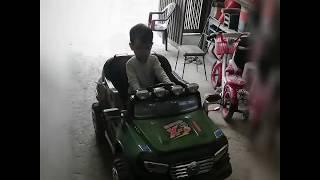 Lớn lên em làm nghề lái xe... Baby driver car, scooter