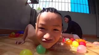 làm bể bơi bằng 3xx cái bóng nước và cái kết cười không nhặt được mồm