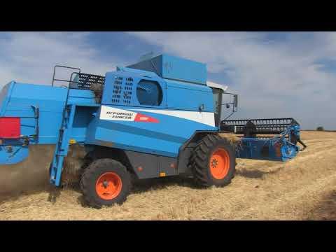 Уборка зерновых на полях Быковской БСОС