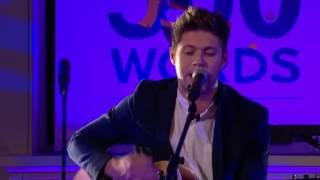 Niall Horan performs Dancing in the Moonlight (cover), 500 Words
