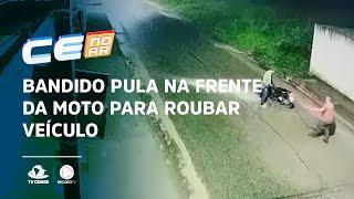 Bandido pula na frente da moto para roubar veículo