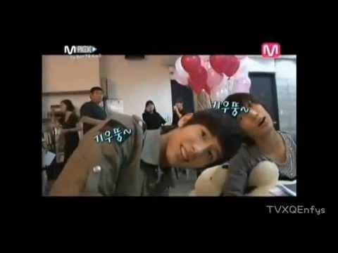 Boyfriend-Jo twins(Youngmin & Kwangmin)cute moment