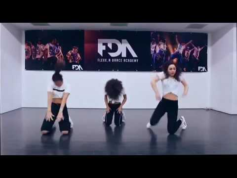 Mr Eazi - Leg Over | Dancer: @racheldassen @dilayw @shirleyrdw | Afro Beats