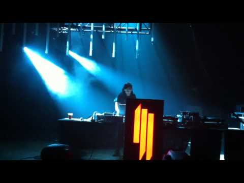 Baixar Skrillex- My Name is Skrillex (live-10/22/10)