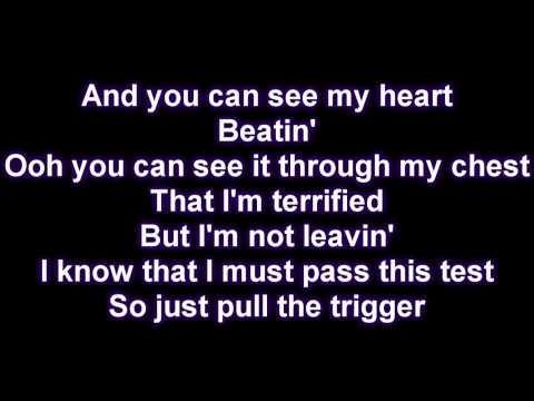 Baixar Rihanna - Russian Roulette [Lyrics on Screen]