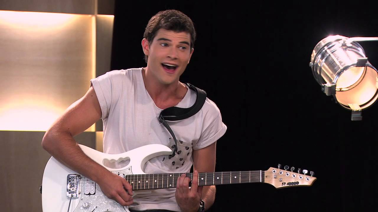 Violetta: Diego Le Canta A Vilu ¨Habla Si Puedes¨ (Ep 47 Temp 2) - Smashpipe Entertainment Video
