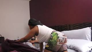 (PRANK WARS ) I PEED IN BED WHILE MY BOYFRIEND WAS SLEEP