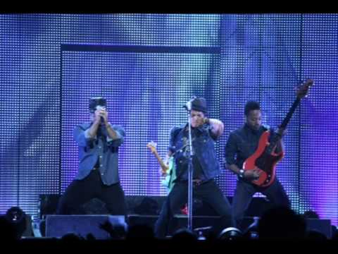 Baixar Bruno Mars - Locked Out Of Heaven (Paul Oakenfold Remix)