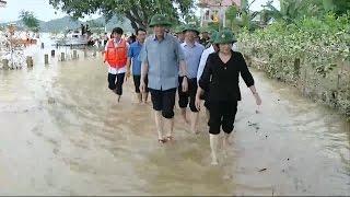 Chủ tịch Quốc hội Nguyễn Thị Kim Ngân thăm nhân dân vùng lũ Hà Tĩnh