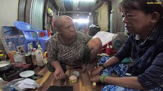 Hộp đồ dành ăn 3 ngày của cụ bà bại liệt trong căn nhà ngập rác ở Sài Gòn | QUỐC CHIẾN Channel