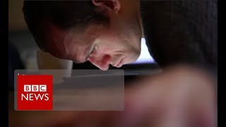 'I wrote a book with my nose' - BBC News