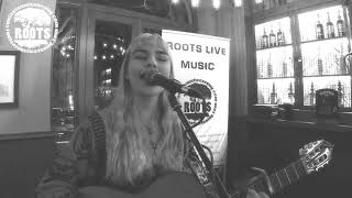 Chloe Rodgers - Radio Head Song (High & Dry) Nottingham music - roots live music