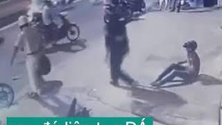 CSGT dí súng,đánh và đạp vào mặt người bị tai nạn giao thông