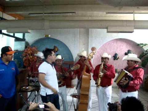 Julion Alvarez con Takatakas en Hillo 2011.MPG