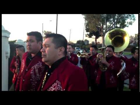 Homenaje A Jenni Rivera A Las Afueras Del Panteon - Que Me Entierren Con La Banda