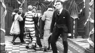 CARLITOS DANÇARINO - Charles Chaplin