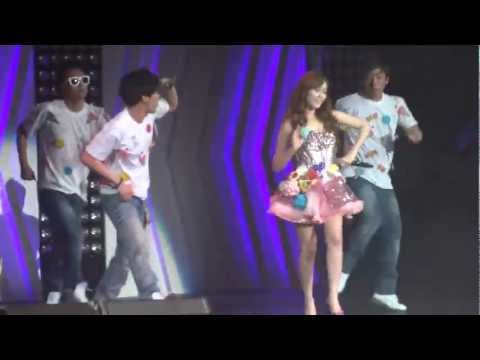 Jessica & Krystal - California Girls (SM Town 2012 LA)
