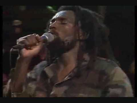 Baixar Lucky Dube - It is Not Easy - Live!