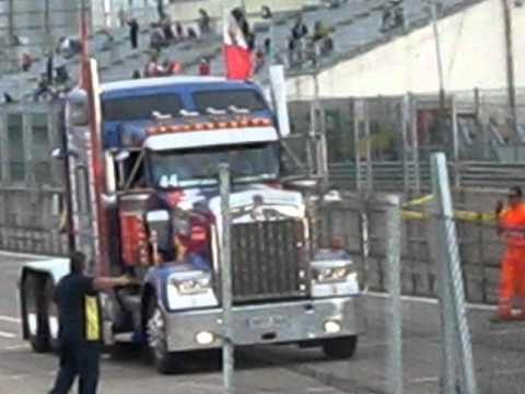 primer desfile camiones americanos, decorados y harleys domingo 3 octubre 2010 jarama.AVI