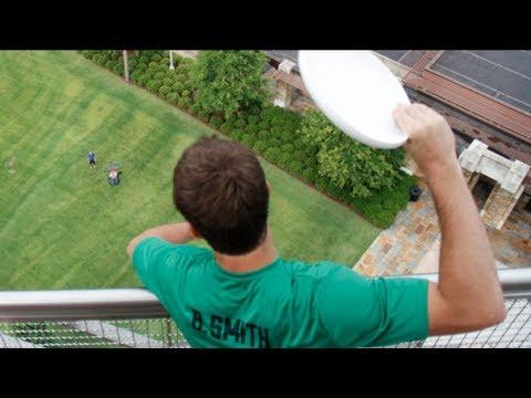 Ballon de basket contre frisbee