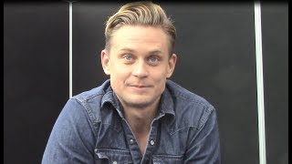 'Tell Me a Story' - Billy Magnussen Interview (NYCC)