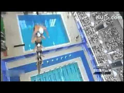 25 japanca skoču u bazen