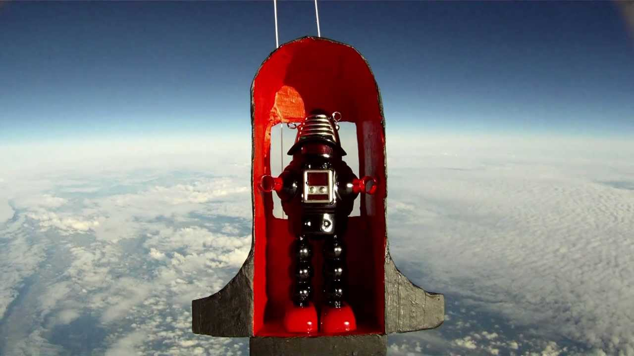 Toy Robot In Space Hd Balloon Flight To 95 000ft Youtube