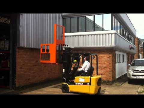 2T Forklift Truck With Man Up Cage Demonstration