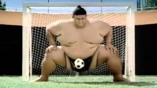 Clip bóng đá hài hước phần 6 - Đá bóng đỉnh cao giữa Sumo và Beckham Petit Carlos