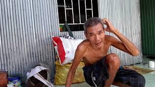 Chú Ngô Văn Nuôi  khi lớn lên mới bị bệnh gù lưng thật tội cho chú