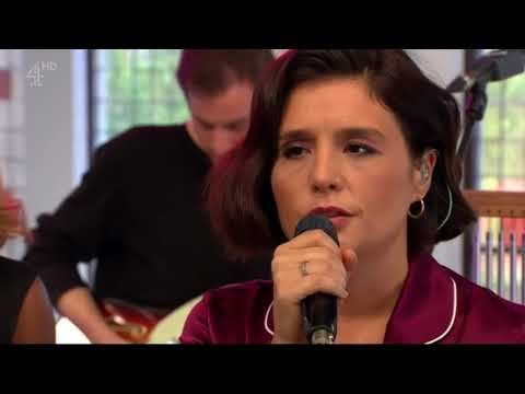 Jessie Ware - Alone (Acoustic at Sunday Brunch, Channel 4)