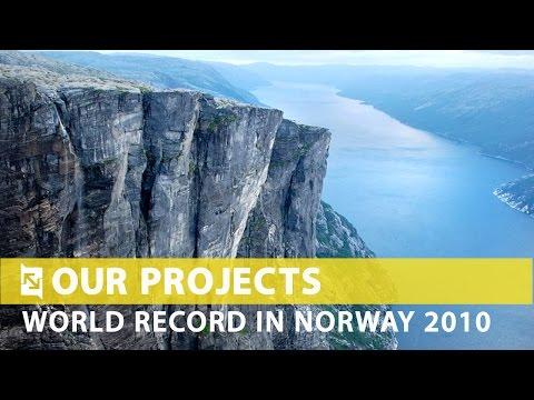 Светски рекорд во скокање со јаже од огромна висина