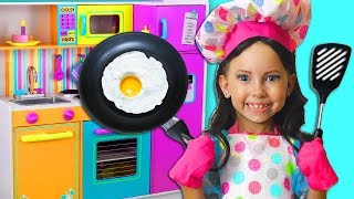 Alice Pretend Princess & Plays Cooking Food with Kitchen Toy