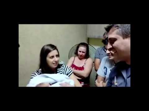 Vídeo mostra PMs salvando bebê engasgado em Marília