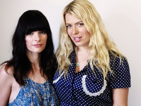 Hangout With Amanda de Cadenet & Kelly Oxford - YouTube