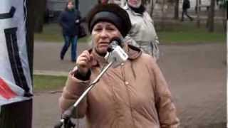 Spune că toți vecinii ei au dispărut cu moarte suspectă
