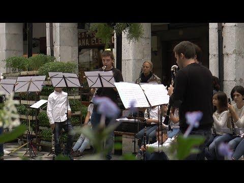 Musikherriak musikaz blaitu ditu plaza eta kaleak