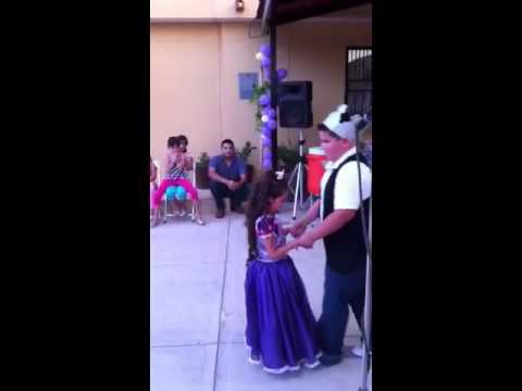 El baile de la princesa rapunzel y el principe