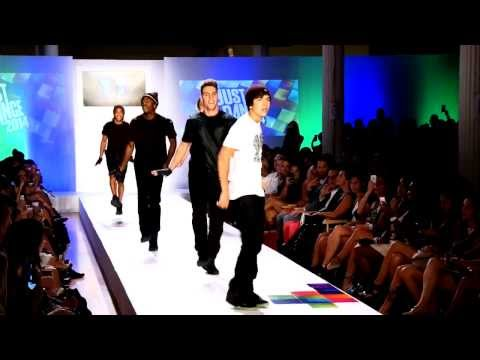 Baixar Austin Mahone Performs 'What About Love' Live  Fashion Week