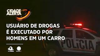Usuário de drogas é executado por homens em um carro