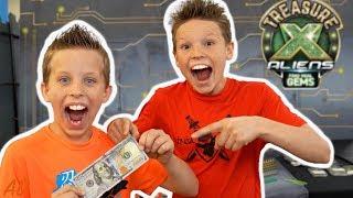 Paxton Finds Treasure X Aliens!