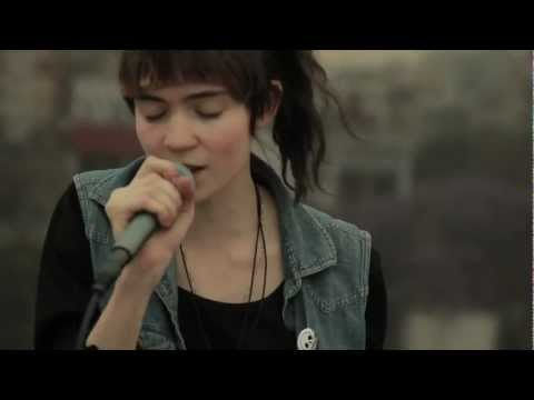 Grimes - Crystal Ball (Live from a Mexico City's rooftop)
